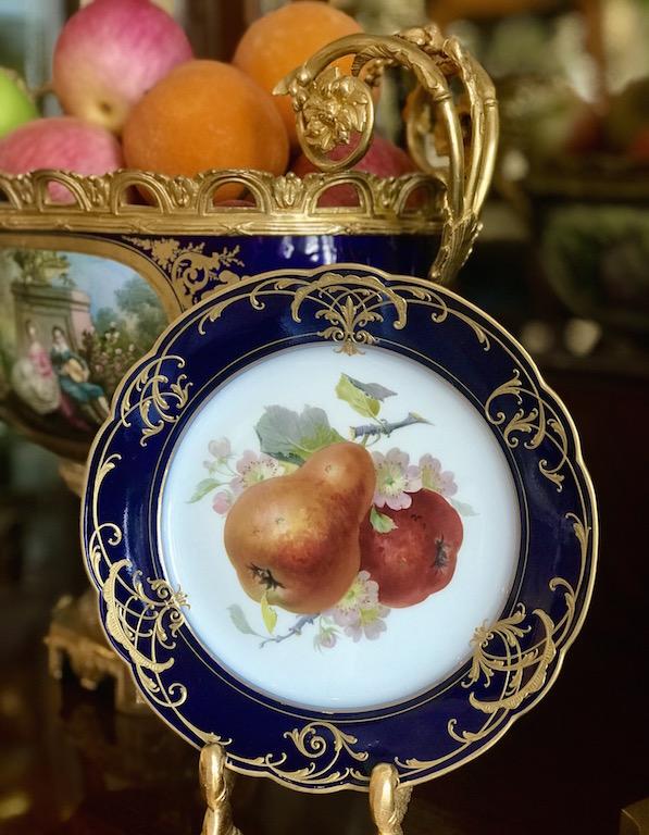 Teller mit Obstmalerei